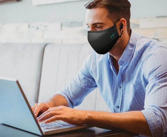 Защитную маску совместили с беспроводными наушниками — получилось устройство MASKFONE
