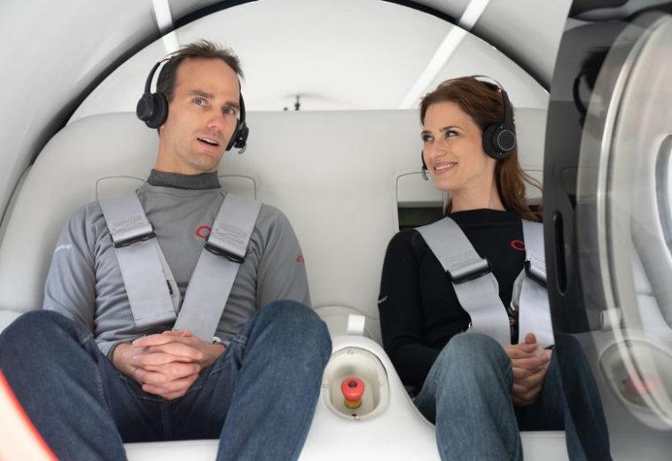 Капсулу Virgin Hyperloop впервые испытали с пассажирами