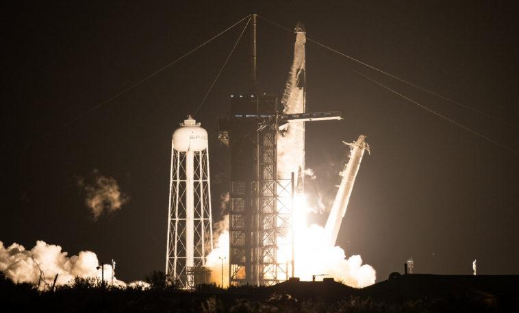 НАСА и SpaceX успешно запустили первую регулярную миссию Crew-1