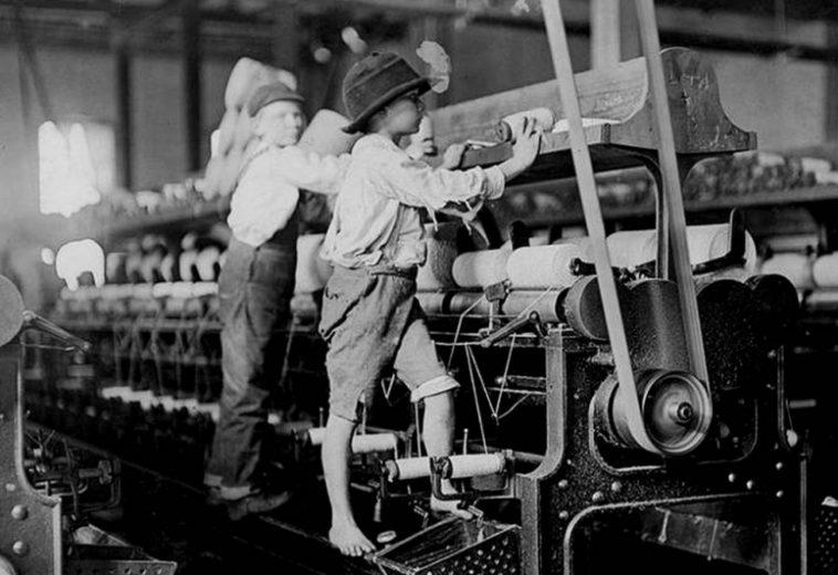 Apple обвинили в работе с поставщиком, который использовал детский труд