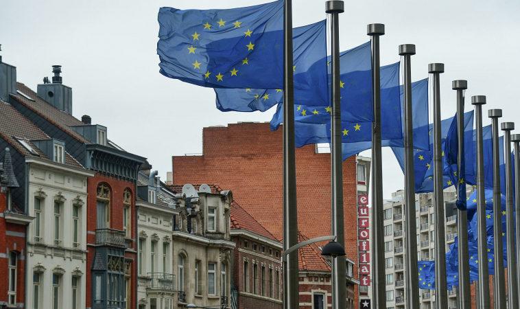 Еврокомиссия считает, что платформам нельзя принимать ключевые решения самостоятельно — речь о блокировках политиков