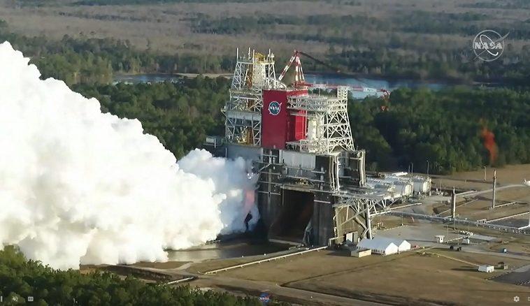 НАСА провело огневые испытания SLS, которая уже десятилетие в разработке. Результат отрицательный