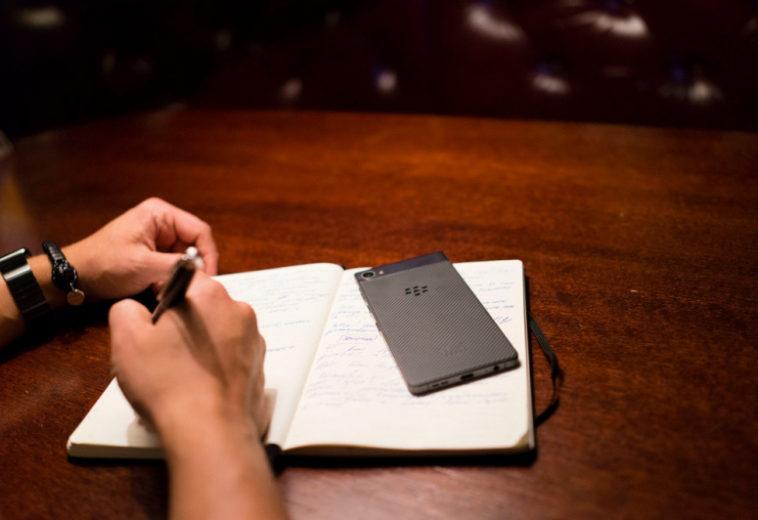 «Ъ»: Производители смартфонов не могут договориться с российскими разработчиками о предустановке приложений