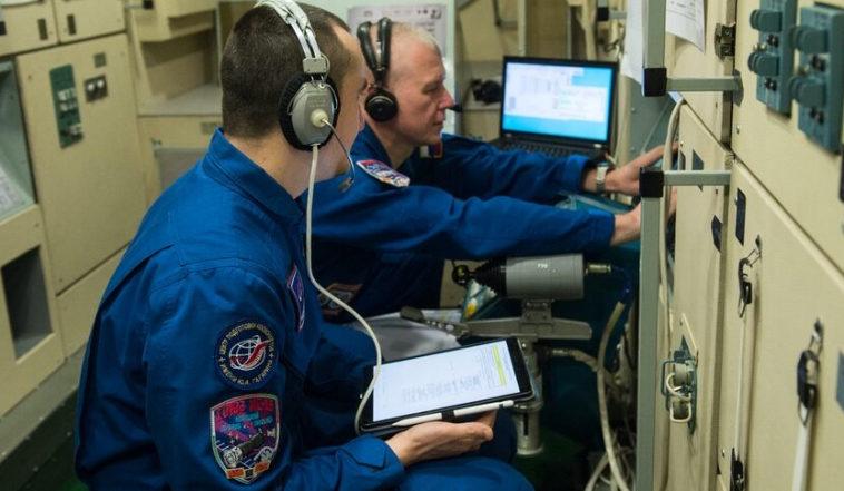 Руководители NASA и Роскосмоса говорят об окончательном формировании экипажа для предстоящей миссии корабля «Союз». Spa