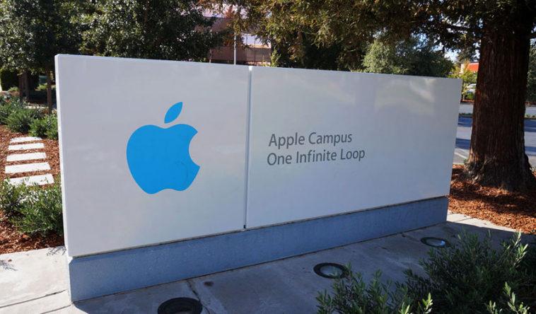 Apple судится с бывшим сотрудником за слив секретов журналистам