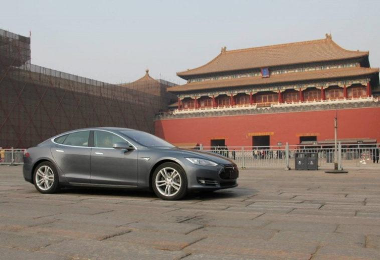 Китай ограничит использование Tesla военными и чиновниками