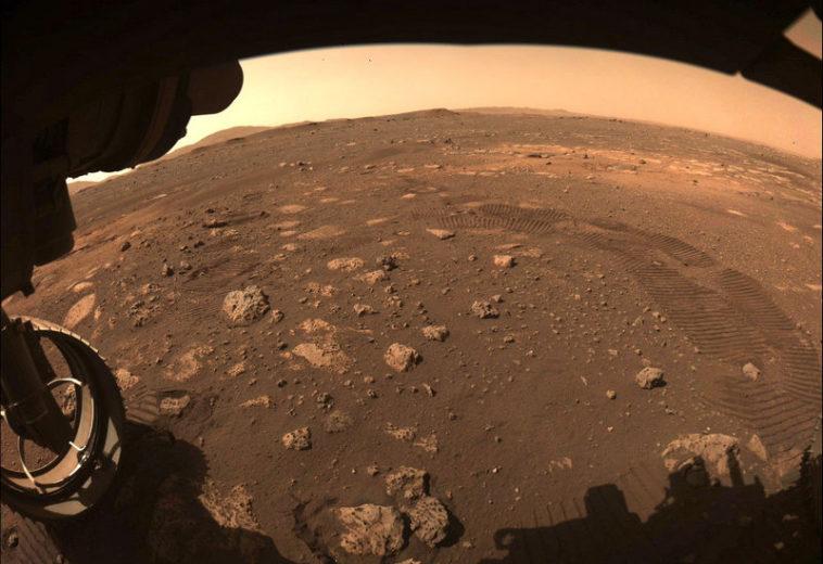 «Персеверанс» провел тестовую поездку по поверхности Марса