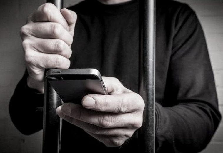 Путин подписал закон о блокировке мобильной связи в колониях и СИЗО