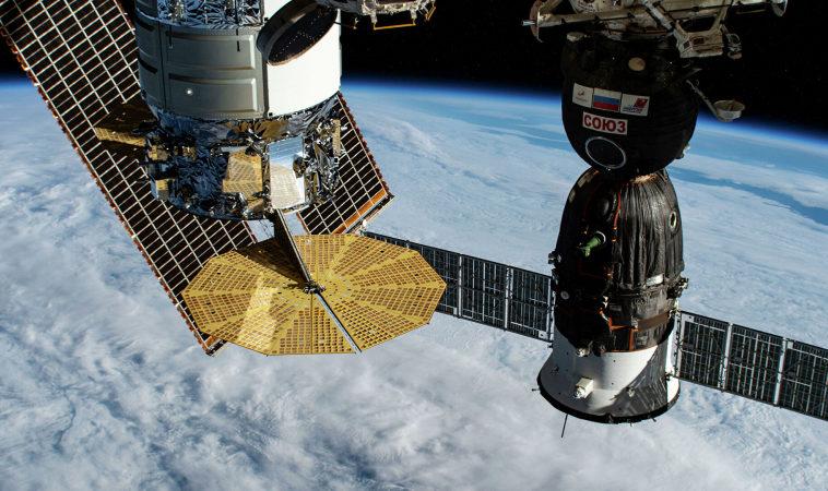 Утечку воздуха на МКС обнаружили благодаря чаинкам