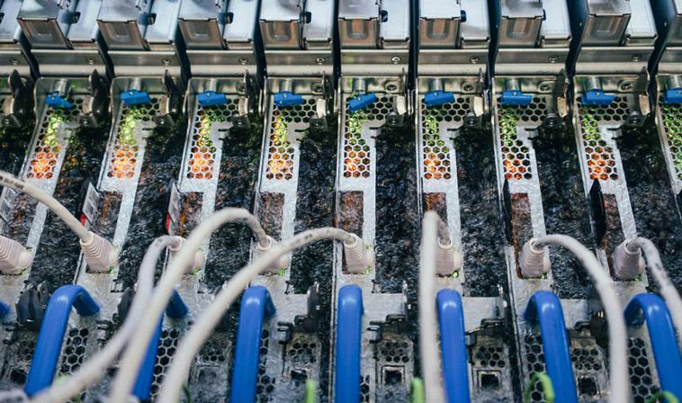 Microsoft тестирует охлаждение серверов в ванне с жидкостью