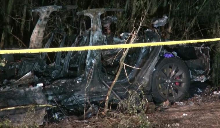 При аварии Tesla погибли двое. Маск заявил, что автопилот был выключен