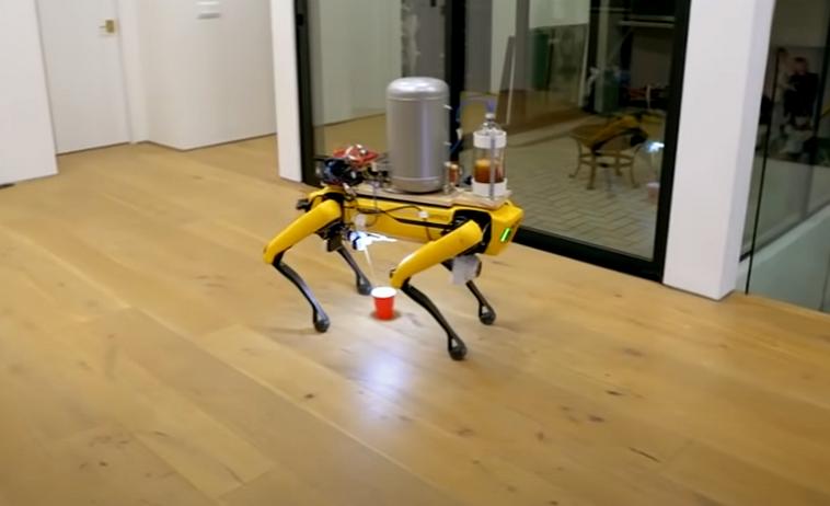 Умельцы научили робота-собаку Spot мочиться пивом