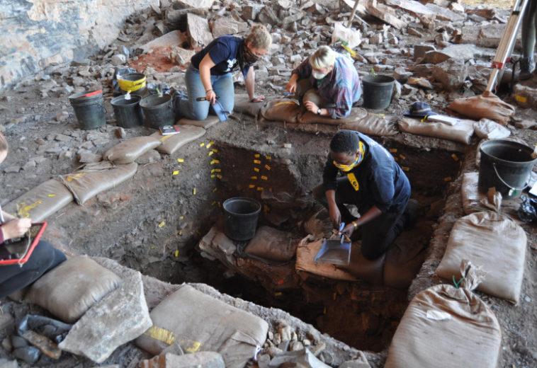 В пустыне Калахари нашли коллекцию кристаллов возрастом около 105 тысяч лет