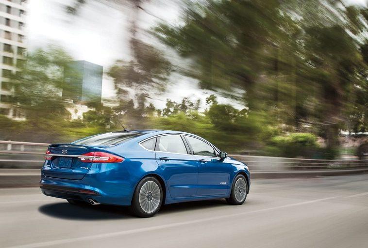 Ford планирует получить патент на систему трансляции рекламы с придорожных щитов в автомобиль