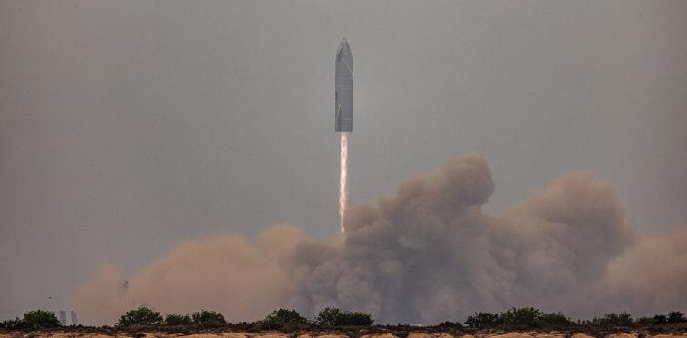 Прототип Starship SN15 успешно совершил испытательный полет и впервые приземлился без аварии
