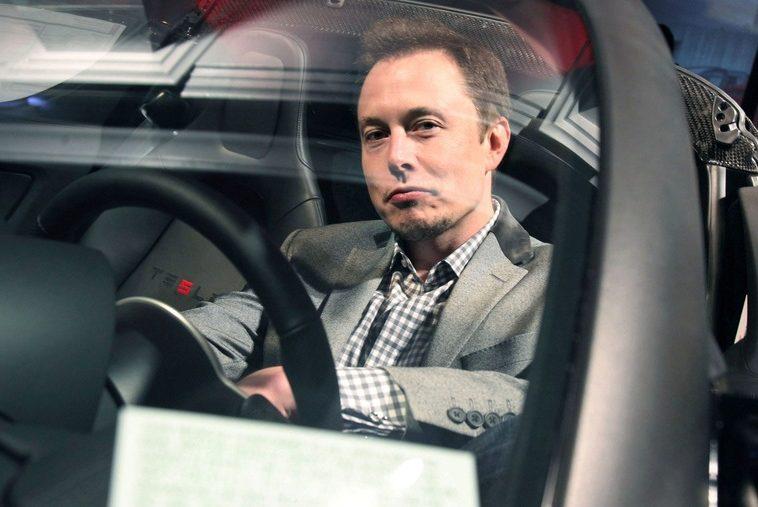 Tesla опровергла слова Илона Маска о сроках перехода к полному автопилоту