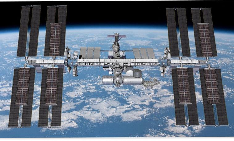 Астронавты закончили установку гибкой солнечной панели на МКС и развернули её
