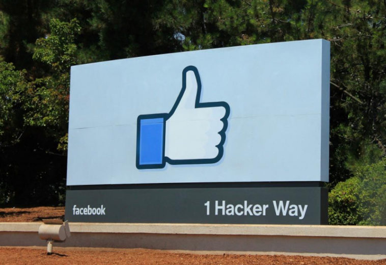 Капитализация Facebook превысила триллион долларов на фоне отклонения антимонопольного иска регуляторов