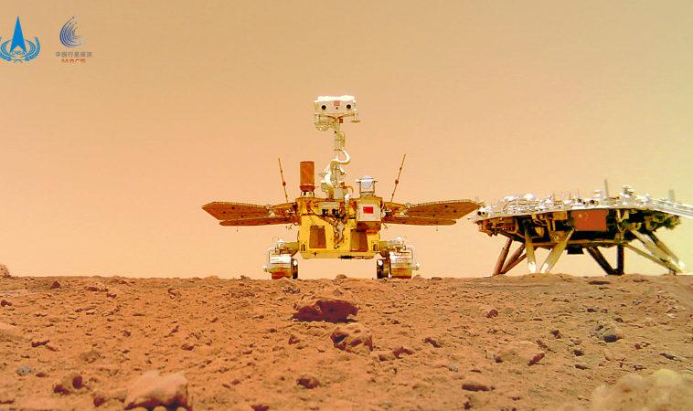 Китай показал новые цветные фотографии с марсохода «Чжучжун»