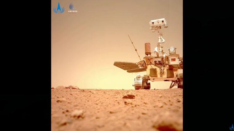 Китай показал видео с марсоходом «Чжучжун»