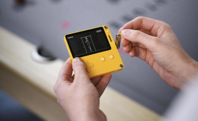 Playdate — новая карманная консоль для инди-игр