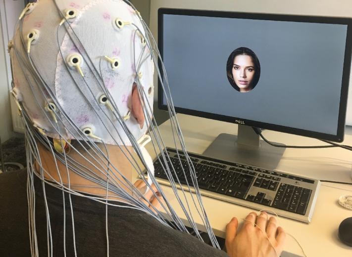 Учёные научились предсказывать по ЭЭГ, какие люди нравятся испытуемому