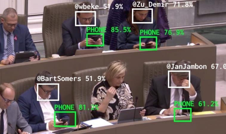 Бельгийский политический активист научил систему машинного зрения помечать на видео политиков, не слушающих заседание