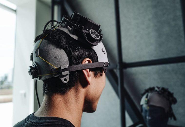 Facebook отказалась от планов разработки устройства для чтения мозга