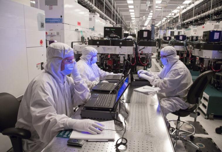 Intel задумалась о покупке производителя чипов GlobalFoundries за $30 млрд
