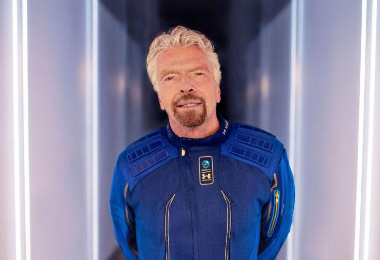 Ричард Брэнсон собирается слетать в космос раньше Безоса. Глава Blue Origin не согласился с определениями