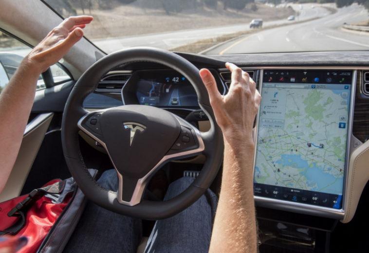 Tesla запустила подписку на сервис помощи водителю Full Self-Driving за $199 в месяц