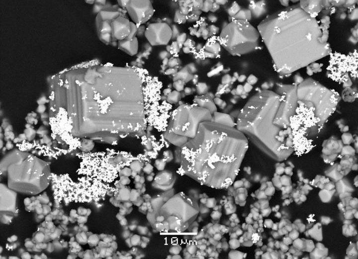Ученые поняли, почему золото хранится залежами, и почему рядом с мышьяком