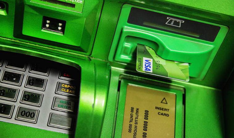 В банкоматах «Сбера» появилась возможность сдать банковскую карту с истекшим сроком действия на переработку