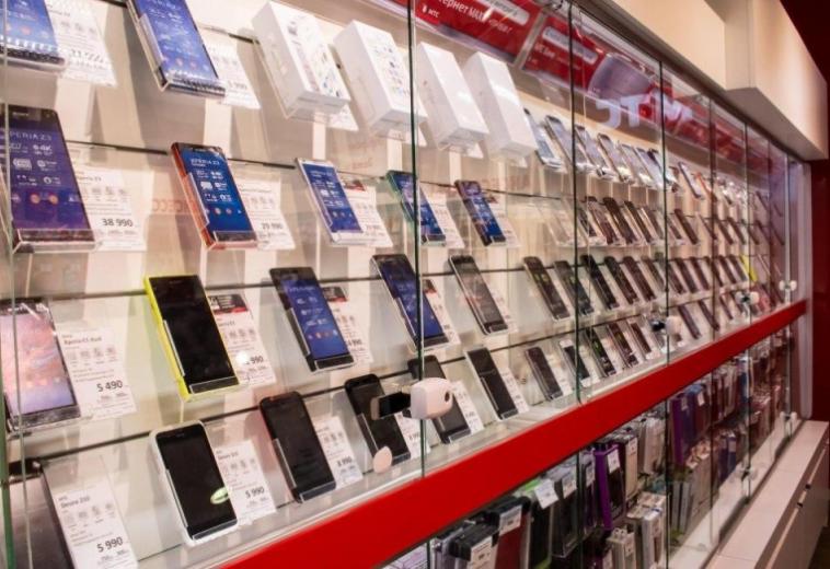 За год средняя стоимость смартфона в России выросла на 44 %