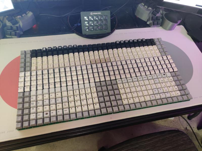 entuziast sobral klaviaturu s 450 klavishami d2627d3 - Энтузиаст собрал клавиатуру с 450 клавишами